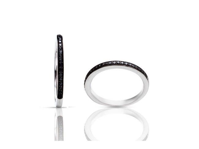 One More | Bague Ischia Basics | Or Blanc | Diamants noirs
